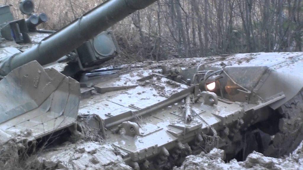 Arī tanki mēdz iestigt.