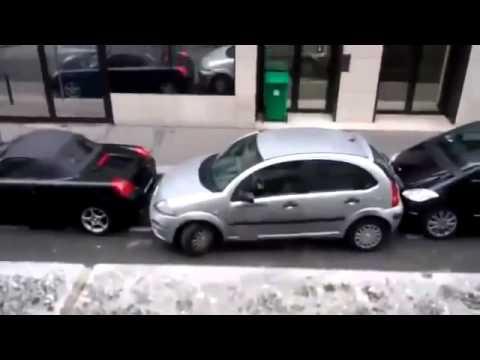 """""""Interesants"""" auto novietošanas paņēmiens. (Woman Tries To Parallel Park)"""