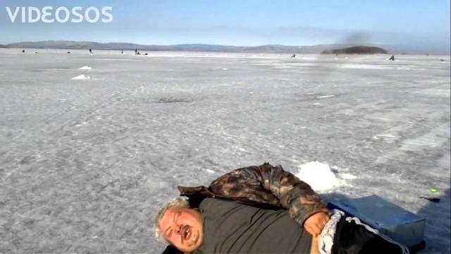 """Interesants"" bļitkotājs! (Drunked ice-fisherman)"