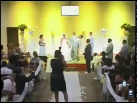 VIDEO – Lūk, šādām jābūt kāzām! (THE ULTIMATE TURN UP IN WEDDING HISTORY at the Altar)