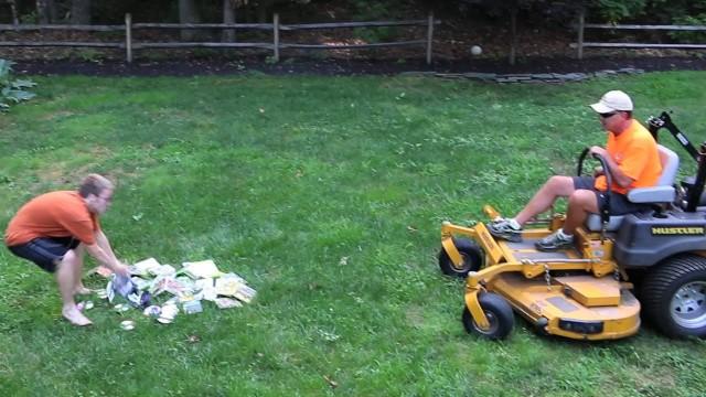 VIDEO – Kā tēvs pāraudzināja no datorspēlēm atkarīgo dēlu!? (Psycho Dad Shreds Video Games)