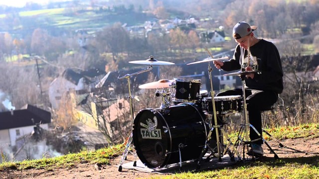 VIDEO – Vai latvietim Kristeram Hartmanim atkal tapis jauns pasaules hīts!? (Kristers – Calvin Harris – Blame ft. John Newman – Drum Cover)
