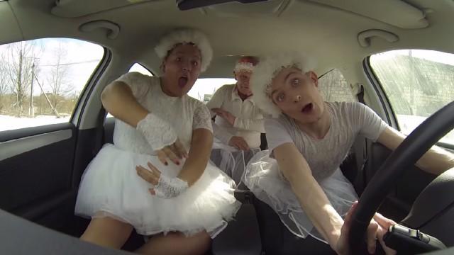 """VIDEO: Ceļā pēc piena jeb parodija par """"SketchShe"""" meiteņu trio! (BONYA&KUZMICH – ZA MOLOKOM)"""