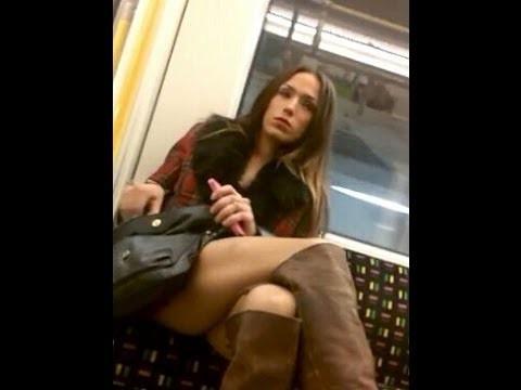 VIDEO: Slēptā kamera! Ak, meitenes, meitenes… (Girls check out guys crotch bulge on train!)