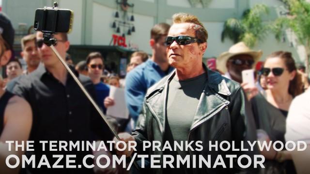 VIDEO: Ārnijs iziet ielās, kā Terminators un ne pa jokam pārbiedē cilvēkus! (Arnold Pranks Fans as the Terminator…for Charity!)