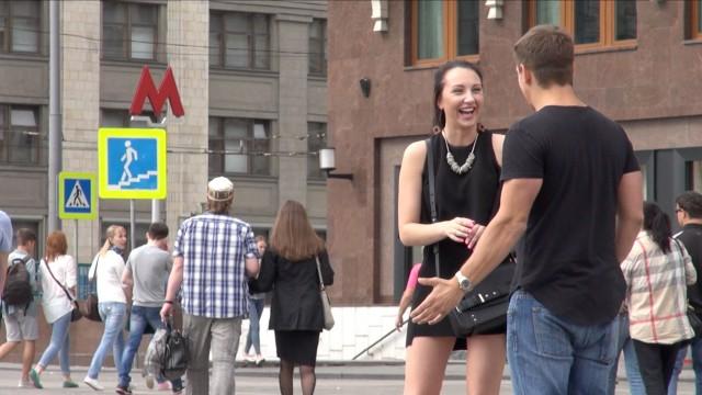 VIDEO: Kā ar meitenēm iepazīstas Krievijā? (How To Pick Up Russian Girls!)