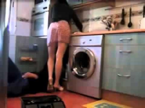 VIDEO: Vīrs uzstāda slēpto kameru, lai redzētu, ko sieva dara ar santehniķi… (Hidden camera – husband watch wife and plumber!)