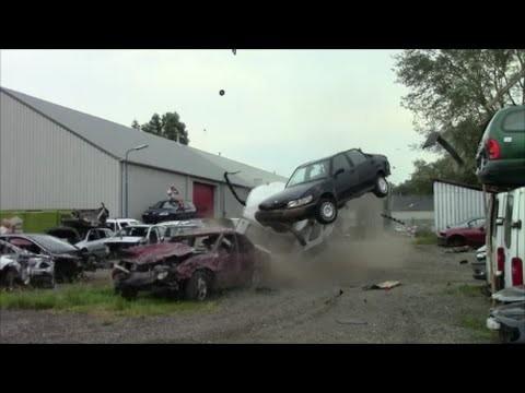 VIDEO: Iespējams šādi izskatītos VOLVO reklāma! (Volvo 850 extreme crashtest! part 1)