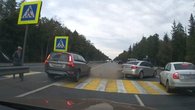 VIDEO: Kā 1 večuks negribot, pabojāja 3 autovadītājiem dienu!