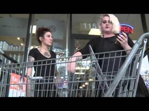 VIDEO: Mamma aizmirst veikala ratos savu 2 mēnešus veco bērnu! (Baby left in shopping cart)(Mom who forgot her baby in shopping cart tells her story)