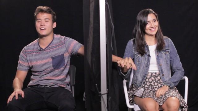 VIDEO: Vai tu atpazītu savas draudzenes roku tikai pēc pieskāriena? (Do You Know Your GF By Touch?)