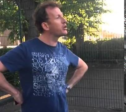 VIDEO: Ja gribas strīdēties, bet nav ar ko, tad jāaiziet uz vietējo basketbola laukumu!