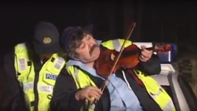 VIDEO: Latvieši videoklipā paņirgājas par ceļu policiju! Valsts policija nepaliek bez atbildes un uzsāk lietu!
