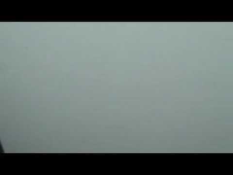 VIDEO: Lidmašīnas nolaišanās brīdī, kad redzamība ir teju nulle.