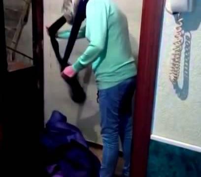 VIDEO: Ne tikai Viktorija Bekhema pēc ballītēm dodas mājās apčurājusies..