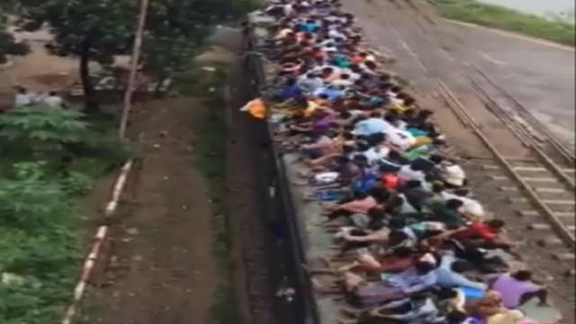 VIDEO: Pirmās klases sēdvietas Indijas vilcienā.