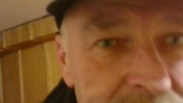 """VIDEO: Madlienas pagastmājas apsargs uzbrūk un bļauj: """"Sāc raudāt! Piečurā bikses! Appļūties!"""""""