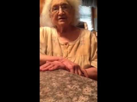 VIDEO: Tas brīdis, kad mazmeita vecmāmiņai paziņo, ka ir homoseksuāla..