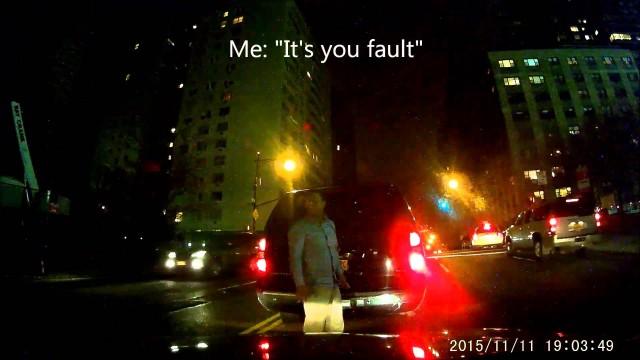 """VIDEO: """"- Tu  ietriecies manā auto! – Nē! – Jā! – Man ir kamera. – Labi, labi! Atā!"""""""