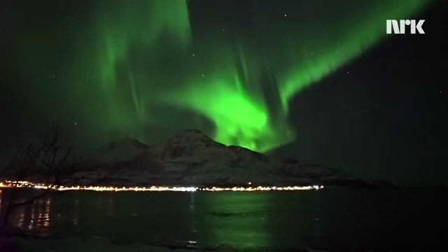 VIDEO: Viņš gribēja nofilmēt ziemeļblāzmu, bet… fonā uzradās negaidīti viesi!