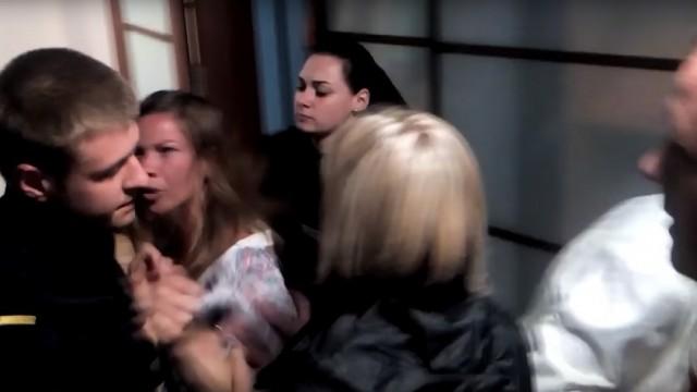 VIDEO: Nopludināts video, kurā Jūrmalas policija aiztur puskailu sievieti!