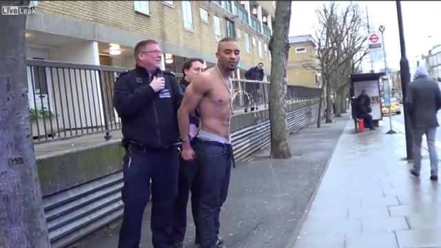 VIDEO: Ja vajag uz tualeti, tad vajag! Nekāds arests neapturēs!