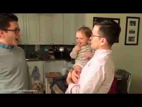 VIDEO: Mazulis apjucis, jo nespēj atšķirt tēti no viņa dvīņu brāļa..