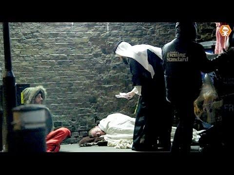 VIDEO: Nozagt naudu no bezpajumtnieka? Viegli.