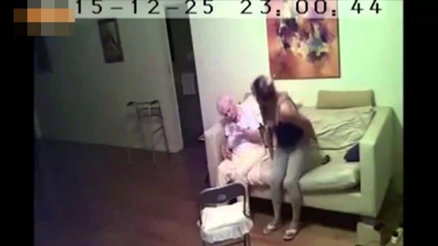 VIDEO: Pretīgi! Kaimiņu mudināta viņa uzstādīja novērošanas kameru savā mājoklī..