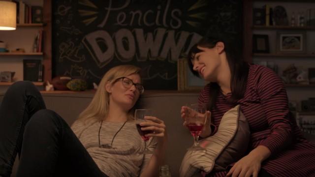 """VIDEO: Jo katram ir draugs, kurš vienmēr """"uz bēdām"""" piedāvā iedzert…"""