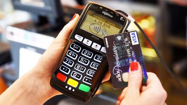 """""""Swedbank"""" piedāvās saviem klientiem jaunas norēķinu kartes! Bezkontakta."""