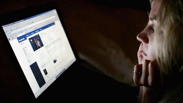 Šokējoši! Ir pierādīts, ka Facebook noklausās savu lietotāju sarunas!