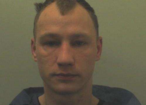 Ainars Reboks no Latvijas Blekburnā uz ielas izvaro sievieti! Par nodarīto septiņarpus gadus sēdēs cietumā.