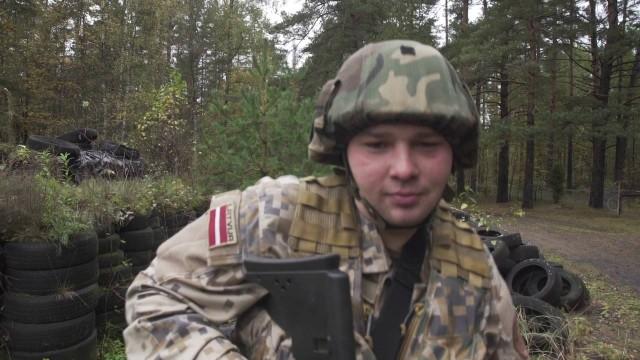 VIDEO: Pozitīvs un skanīgs zemessardzes 19. bataljona kājnieku rotas sveiciens bataljona gadadienā!
