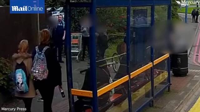 VIDEO: Varonīgs kravas mašīnas šoferis izglābj puiku, kam uzbrūk 3 vienaudži!