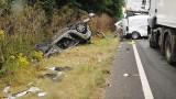 VIDEO: Smagās automašīnas šoferis nogalina 4 cilvēkus – no tiem 3 bērnus, jo braucot lietoja mobilo telefonu!