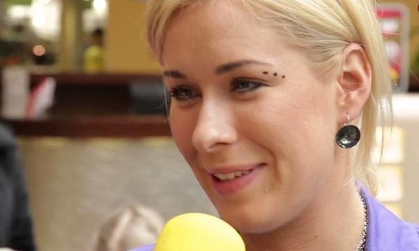 VIDEO: Iereibusi Liene Šomase uz skatuves Latvijas valsti nosauc par job**u!