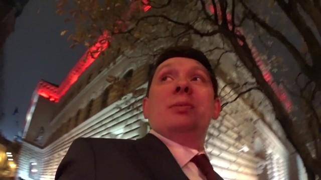 VIDEO: Kā Artuss Kaimiņš deputātu Kalnozolu pamodināja un AIZDZINA strādāt!