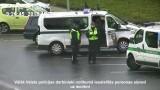 VIDEO: Policija šo jaunieti dienas laikā Rīgas ielās aizturēja DIVREIZ jeb STULBUMA kalngals!