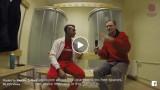 VIDEO: Kā Renārs Zeltiņš ļoti īpatnējā angļu valodā intervēja Singapūras florbolistus?