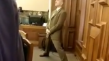 VIDEO: Saeimas deputāts Viesturs Kalnozols izceļas – sēdes laikā .. vingro!