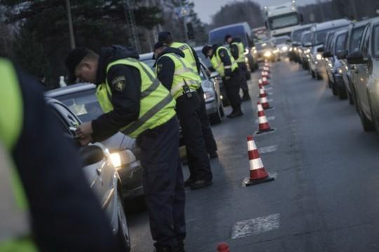 Svini svētkus PRATĪGI! Latvijā turpmākās 11 dienas būs pastiprināti ceļu policijas reidi!