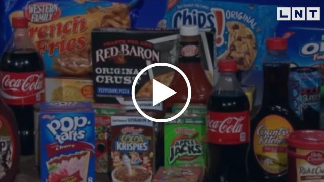 VIDEO: Vai turpmāk saldumus, čipšus un cukurotus dzērienus varēs pirkt TIKAI NO 18 GADIEM!?