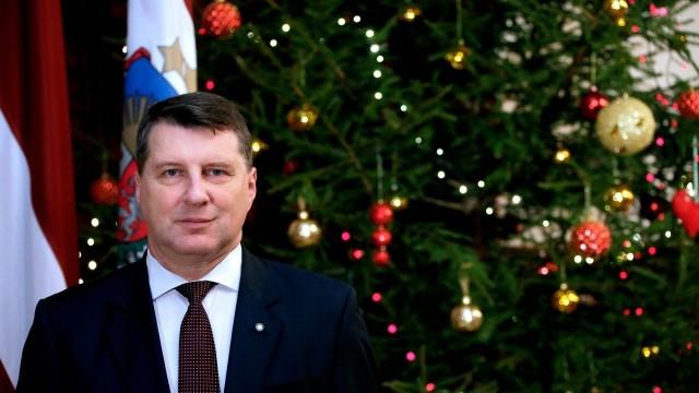 Valsts prezidenta Raimonda Vējoņa apsveikums Ziemassvētkos!