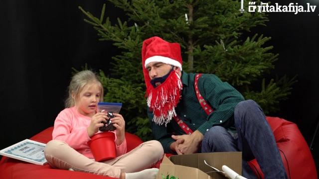 VIDEO: Kā reaģē bērni, kuri Ziemassvētku dāvanās saņēma… burkānus, ogles, kartupeļus un vēl šo un to!