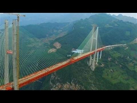 VIDEO: Ķīnā atklāts pasaulē augstākais tilts – tas ir VAIRĀKAS reizes LĒTĀKS par Dienvidu tiltu!