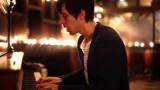 """VIDEO: Viņš izmainīja slavenās """"Hallelujah"""" vārdus, un visi kafejnīcā apklusa.."""