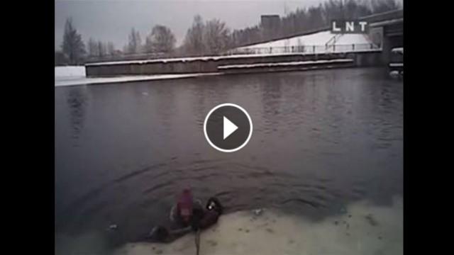 VIDEO: Kā policisti pēdējā brīdī Juglas kanālā no ūdens izvilka slīkstošu sievieti!?