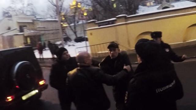 VIDEO: Ja Krievijā aizrādīsi šoferim par nepareizu stāvēšanu, vari tikt arī piekauts, vai pat nošauts…