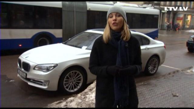 VIDEO: Mārtiņam par 30 EUR stāvēšanas sodu jau pēc 60 dienām NOBLOĶĒ VISUS bankas kontus!